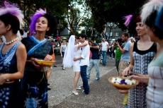 Невеста Юлия Тагил и ее жених Стас Гранин во время альтернативной свадьбы