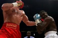 Владимир Кличко защитил титул чемпиона в супертяжелом весе