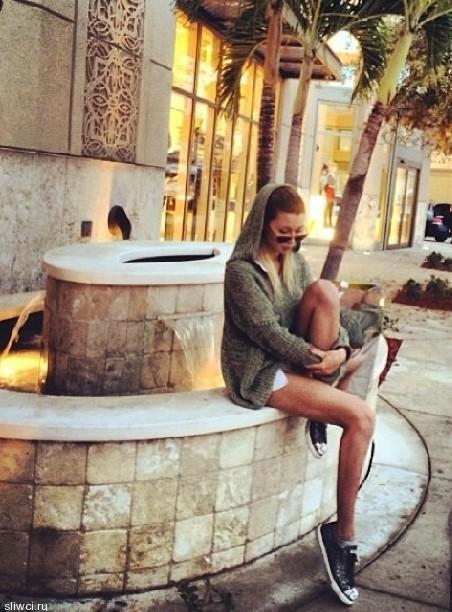 Анна Заворотнюк показала невероятно худые и стройные ножки
