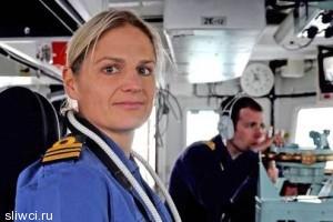 Первая женщина-капитан корабля ВМС Великобритании лишена должности