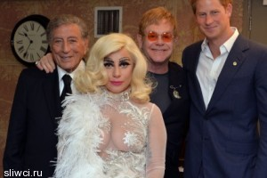 Леди Гага показала грудь принцу Гарри