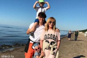 Дочка Пугачевой устроила фееричные танцы на юрмальском пляже