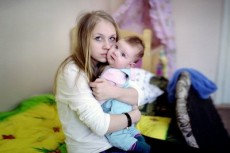 Несовершеннолетних мам с детьми приютила минская школа-интернат №5