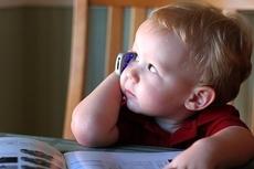 Дети больше интересуются мобильными телефонами, чем книгами