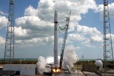 Частная космическая ракета Falcon 9 совершила первый полет