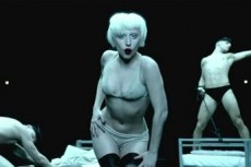 Леди Гага презентовала на YouTube новый клип на песню «Alejandro»