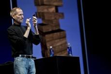 Стив Джобс пообещал владельцам iPhone 4 бесплатные чехлы