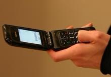 на поверхности мобильного телефона микробов в пять раз больше, чем на сидении унитаза