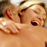 Половина женщин предпочитает заниматься сексом в одежде