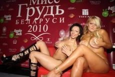 """Титул """"Мисс грудь Беларуси 2010"""" получила учительница Екатерина Никандрова"""