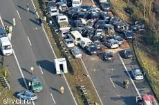 На севере Германии столкнулись более 50 машин