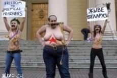 Активистки Femen разделись у белорусского КГБ в Минске
