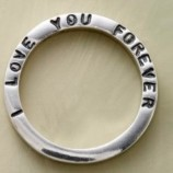 Десять пожарных снимали кольцо с британца