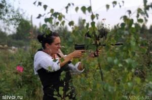В свободное от творчества время Елена Ваенга любит проводить за охотой на мелких животных и птиц