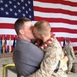 Поцелуй гей-морпеха США «взорвал» Facebook