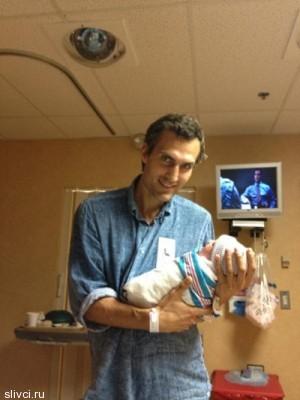 Орбакайте выложила в сеть фото новорожденной дочери