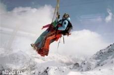 В Швейцарии туристов сняли с фуникулера вертолетами