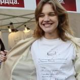 Водянова играет в футбол в нижнем белье