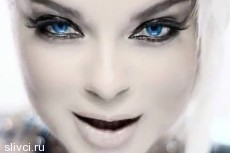 Королева показала «увеличенные» формы в новом клипе