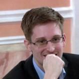 Сноуден устроился на работу