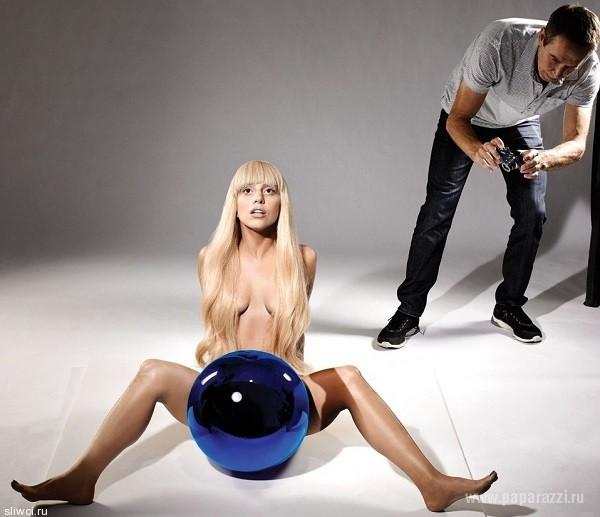 Леди Гага оправдала название своего нового альбома ARTPOP