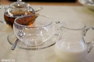 Почему не стоит добавлять молоко в чай?