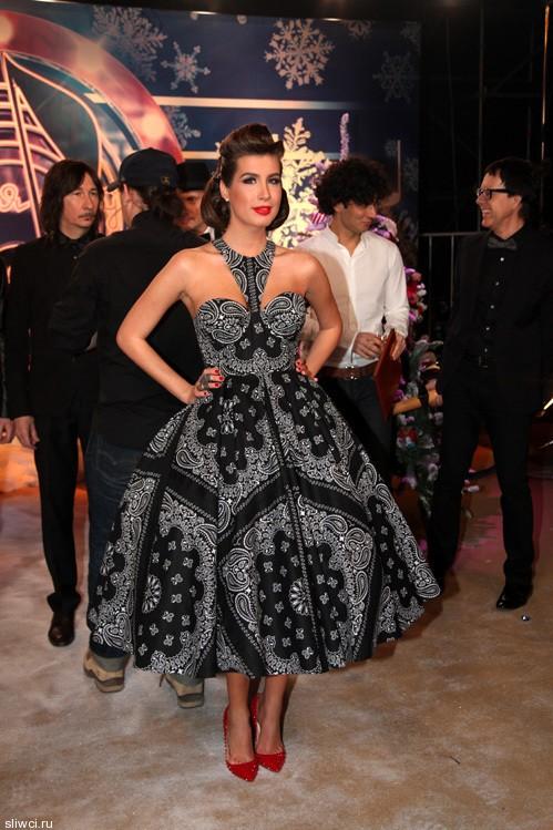 Кэти Топутия пришла на съёмки «Песни года» в эффектном платье