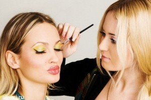 Главные тенденции для новогоднего макияжа и прически