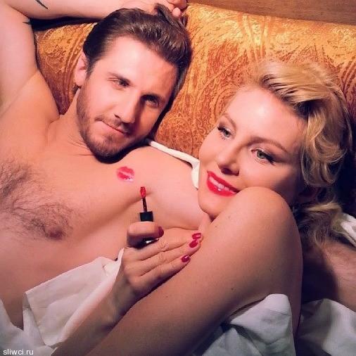 Рената Литвинова ошеломила пикантным фото в постели с мужчиной