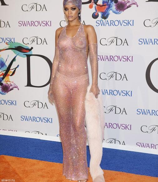 Рианна шокировала прозрачным платьем: 200 тыс. стразов и ...все!