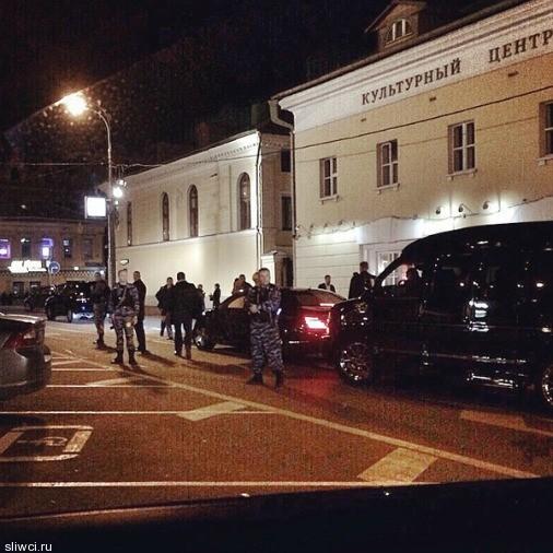 «Любовница Путина» пришла в кафе с десятком вооруженных бойцов