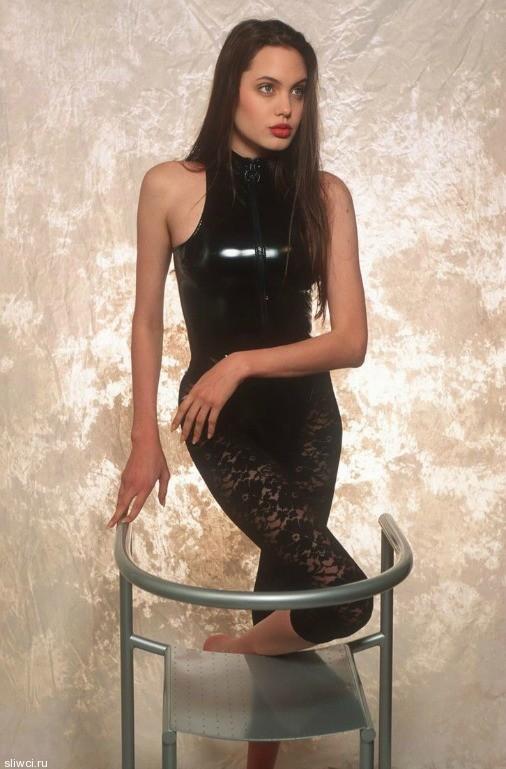 В Сети всплыли снимки 16-летней Джоли