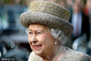 Елизавета II замерзла в приходской церкви