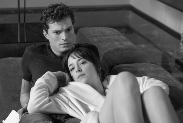 В Сеть попали интимные фото со съемок «50 оттенков серого»