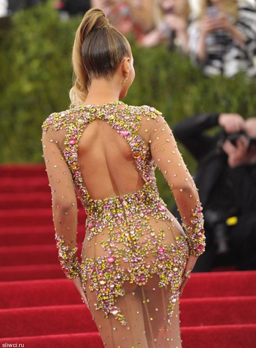 Это и платьем трудно назвать!
