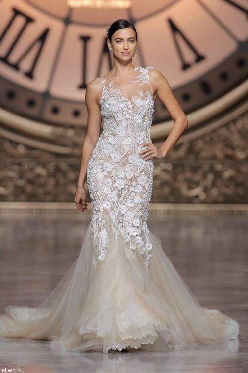 Шейк примерила свадебные платья