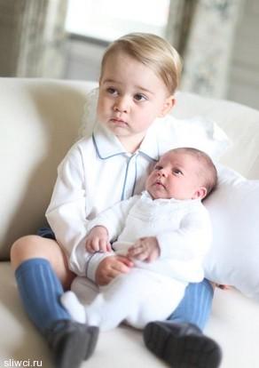 Первые фото британской принцессы Шарлотты