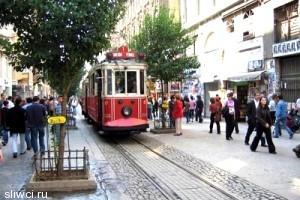 В туристическом центре Стамбула произошла стрельба, есть пострадавшие