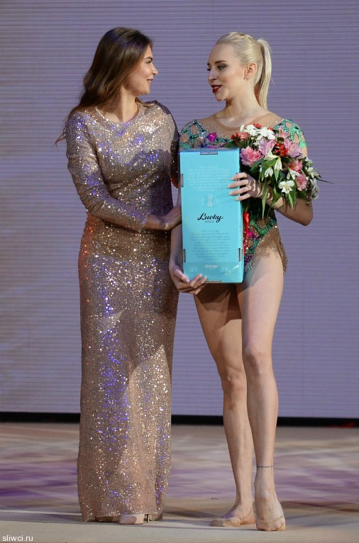 Алина Кабаева затмила всех гостей на открытии центра гимнастики