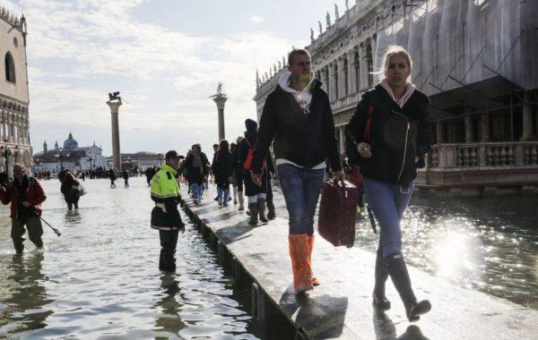 Затоплено уже примерно 70% Венеции