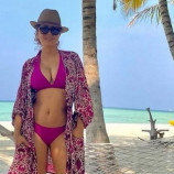 Сальма Хайек выложила постновогоднее фото в бикини